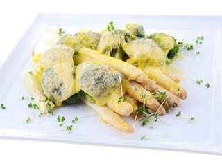 spargel und brokkoli mit käse überbacken