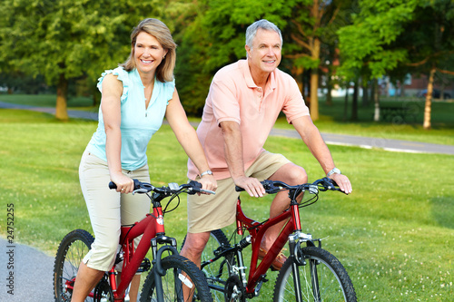 Poster senior couple cycling