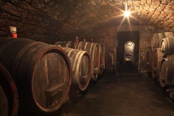 Alter Weinkeller Rotwein im Barrique Faß Holzfass