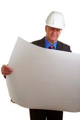 Architekt mit großer Bauzeichnung