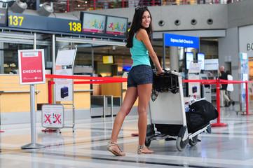 Jugendliche auf dem Flughafen