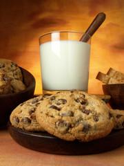 Galletas con trozos de chocolate y leche