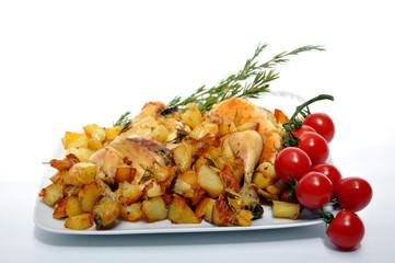 Pollo e patate con pomodori pachino e rosmarino