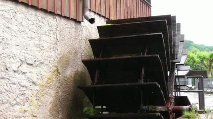 altes Holzwasserrad