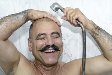 Mann duscht # 2096