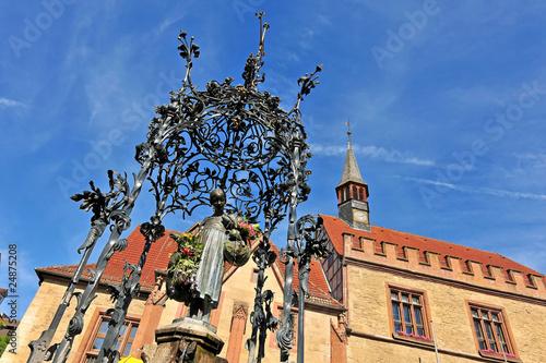 Fotobehang Fontaine Der Gänseliesel-Brunnen in Göttingen