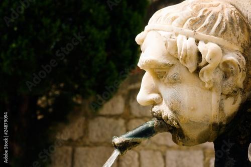 Leinwanddruck Bild Fontaine (Gourdon, Provence)