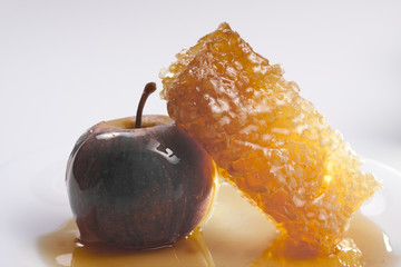honeycomb and apple