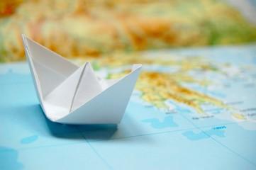 Papierboot auf Atlas