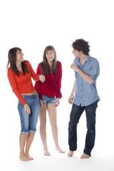 groupe de jeunes amis insouciants