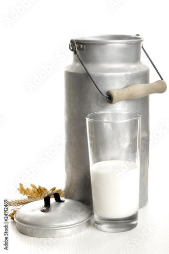 Leinwandbild Motiv Milch und Milchkanne