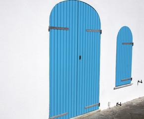 Volet et porte bleus
