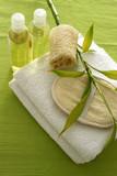 Fototapety Spa-Arrangement mit Bambus - weiß-grün