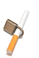 Sigaretta con lucchetto
