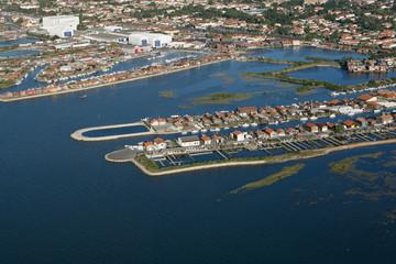 vue aérienne des ports ostréicole du pays de buch en Aquitaine
