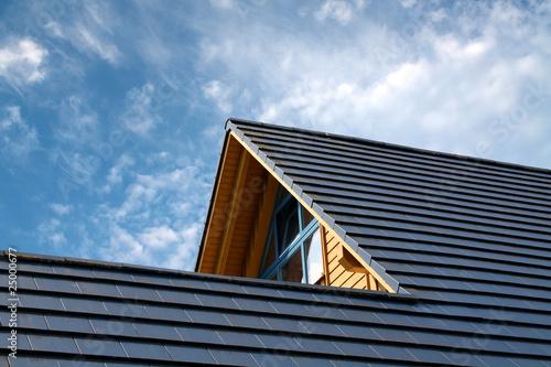 Hausspitze eines modernen Holzhauses