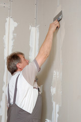 man putty plasterboard