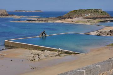 spiaggia a st.malo con la bassa marea-bretagna