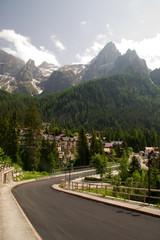 Straße Straßenverkehr Bergpass alpen dolomiten Alpenpass