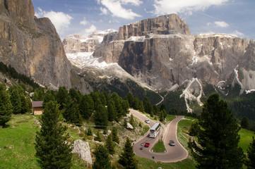 Dolomiten Serpentine Kurve Kehre scharf eng Bus Reisebus