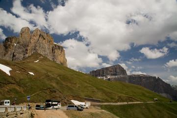 alpen Parkplatz autos Verkehr parken Touristen überblick