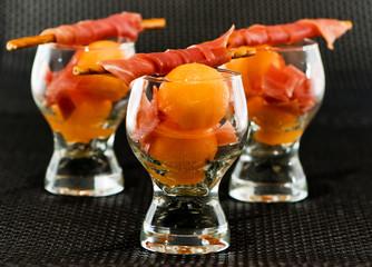 Verrines façon cuisine créative  au melon de Cavaillon et jambon