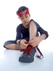 child tying shoes