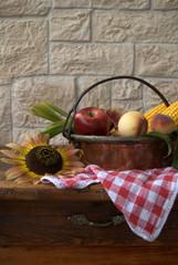 frutta e mais su tavolo