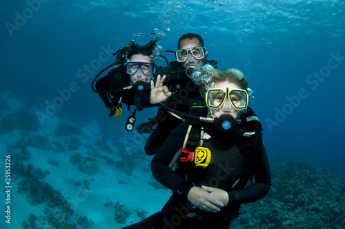 three scuba divers - 25153226
