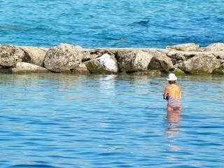 Mamie dans l'eau