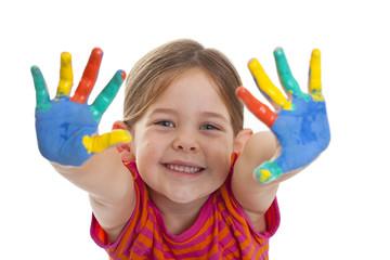 glückliches Mädchen mit Fingerfarbe