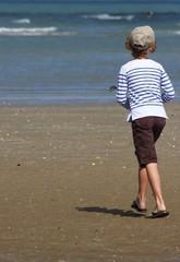 En pull marin sur la plage