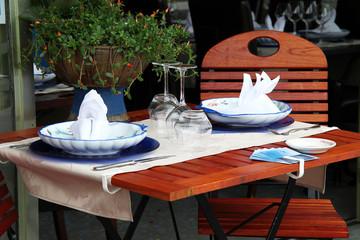 tavolino ristorante all'aperto