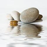 Fototapety galets zen, sur l'eau
