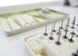 Zahnärztliche Bohrer und Instrumente