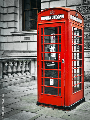 Telephone box in London - 25257486
