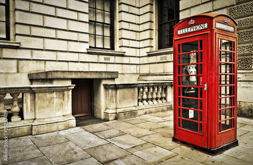 Telephone box in London - 25257489
