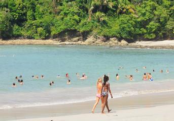 Paseando por la playa en Costa Rica
