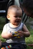 Enfant qui joue et rit