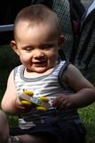 Petit garçon qui joue