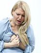 jeune femme en crise maladie