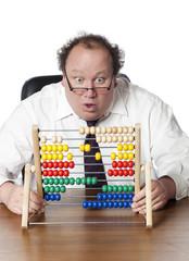 homme d'affaires au bureau devant un boulier