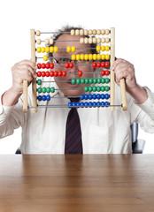 homme d'affaires stupéfaction derrière un boulier comptabilité