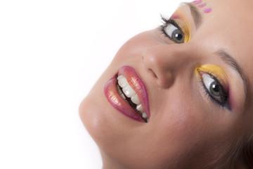 donna che sorride e allegra