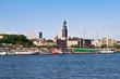 Blick auf den Michel am Hamburger Hafen