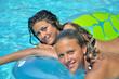 Jeunes filles à la piscine