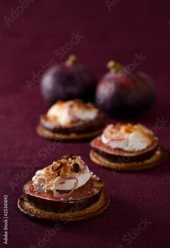 figs and cheese on cracker