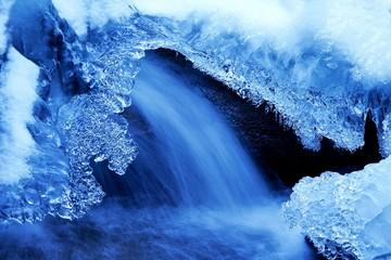 Eisskulpturen am Wasserfal - Cascades on a frozen river
