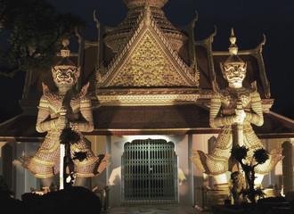 Wat Arun, Temple of dawn at night