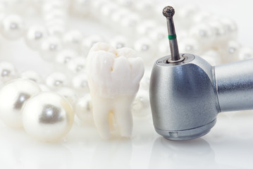 Real human wisdom tooth natural pearls and dental drill machine